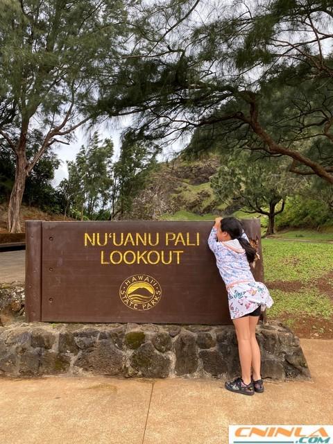 Nuuanu_Pali_Lookout_1_480x640