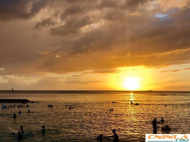 Waikiki_Beach_1_640x480